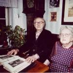 Henrik og Olivia i Hestebedgårds stue i 1980erne