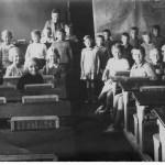 Skoleklassen med lærerinde A M Andersen