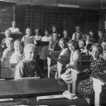 Skoleudstilling - skolebillede med lærer A M Andersen